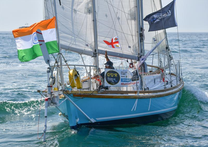 Solo yacht racer injured and adrift